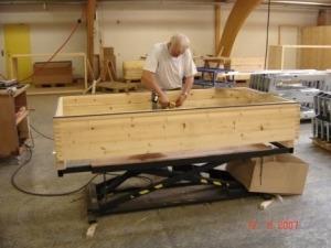 stationært arbejdsbord med trækasse i ønsket arbejdshøjde