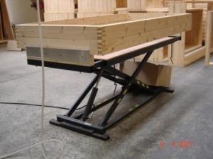 Stationært Spangkilde arbejdsbord med trækasse på bordpladen