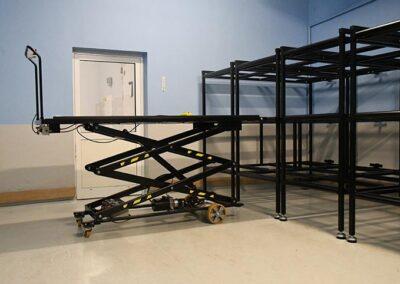 Kistereoler og flytbart arbejdsbord med stor højde