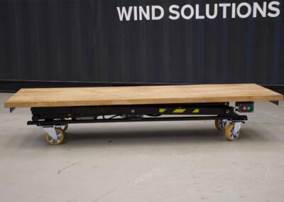 Flytbart Spangkilde arbejdsbord lav højde foran container